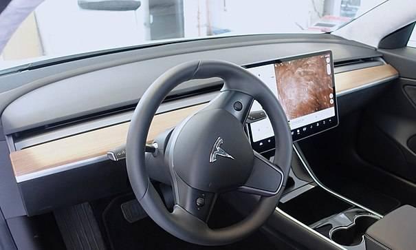Tesla Model 3 2018 - DashCare Dash Cover