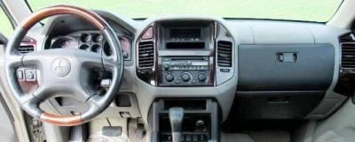 Mitsubishi Montero dashboard